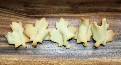Sugar cookies: leaf-shapes placed over twisted waxed paper create 3D effects